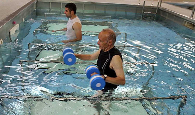 تاثیر شنا در سلامتی مفاصل افراد