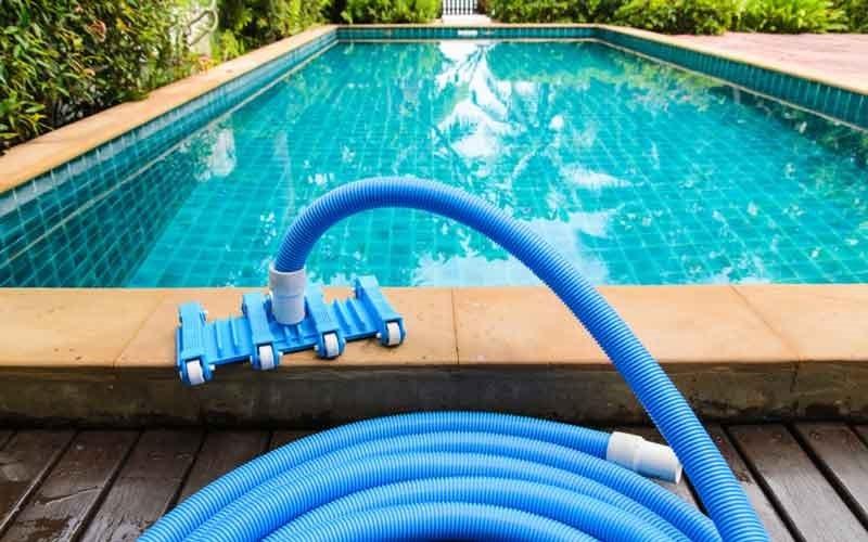 چگونگی نظافت محیط استخر و آب استخر