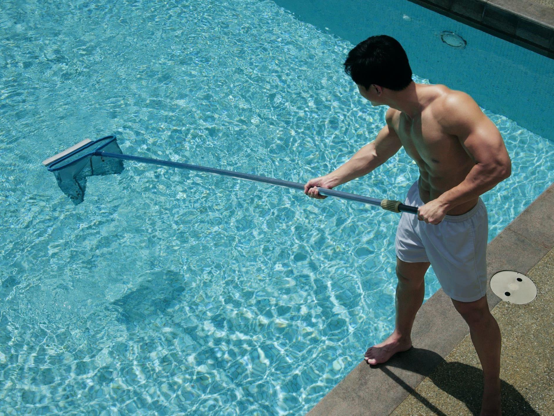 مراحل آماده سازی یک استخر شنا