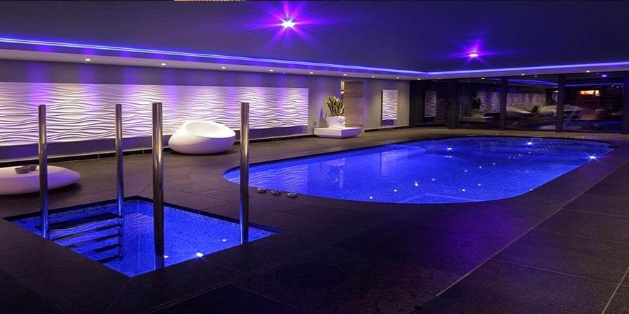 نورپردازی محوطه استخر شنا